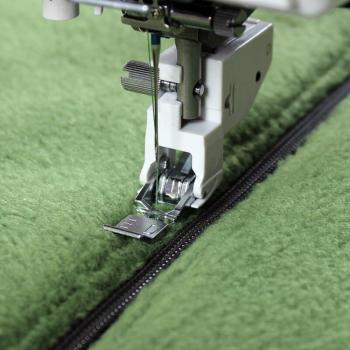 Płoza stopki do wszywania zamków do górnego transportu (do maszyn z szer. ściegu 9 mm)
