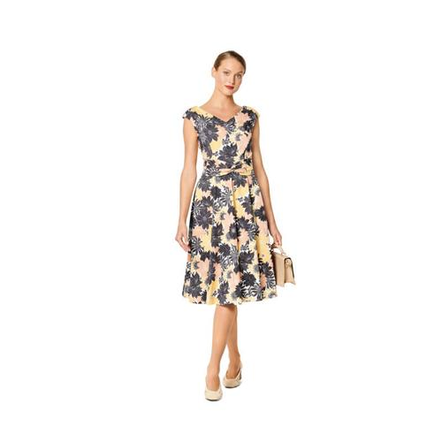 Wykrój krawiecki BURDA na sukienkę zefektem kopertowym, dekoltem wszpic i obniżoną linią ramion